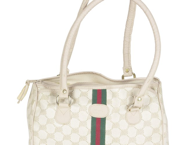 44ac319c32768 How to Tell If a Gucci Purse Is Authentic   LEAFtv