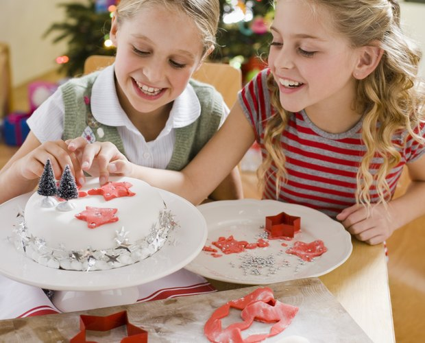 How to Make Edible Christmas Hard Sugar Cake Decorations ...