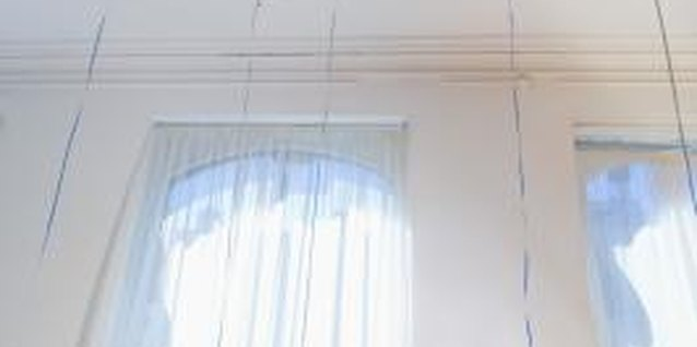 How to Repair Cracked Ceiling Paint