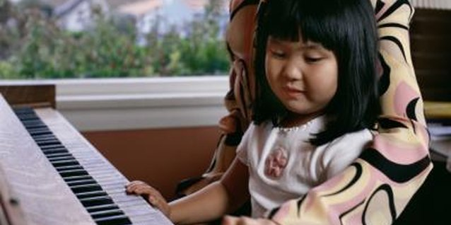 Nurture your little one's creative expression at the piano.