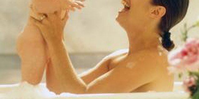When Should Parents Stop Bathing With Toddlers?