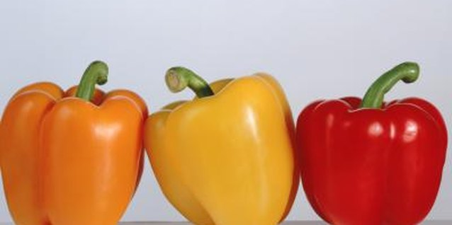 How to Boil a Bell Pepper Before Baking