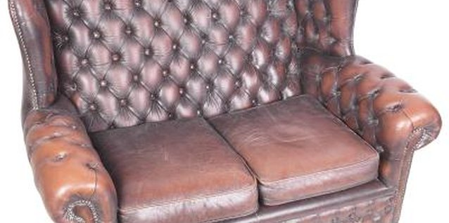 How to Decorate Around a Brown Leather Settee