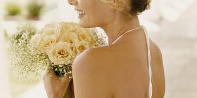 How to Use Fresh Flowers in Your Wedding Day Hair