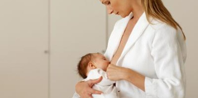 How to Know When to Change Breasts While Breastfeeding