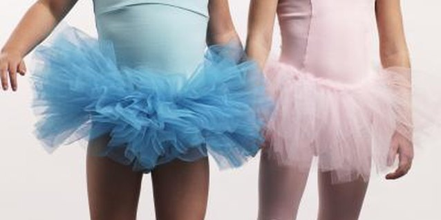How to Make a No-Sew Tutu Valance