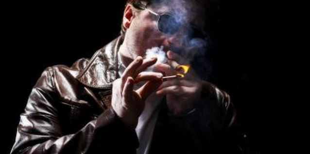 Remove cigarette odors by using baking soda or a mild detergent to clean your jacket lining.