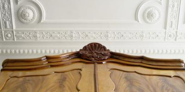 How to Use Decorative Medallions