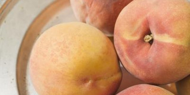 Combining fresh peaches with lemon juice prevents discoloration when freezing the fruit.