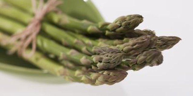 Steamed asparagus is rich in vitamin K.