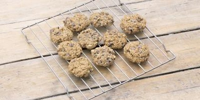 Oat cookies are both filling and high in fibre.