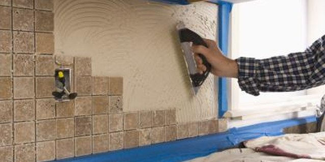 How to Remove a Granite Backsplash From a Wall
