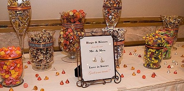 How to Save Money on Containers for Your Cheap Wedding Candy Buffet