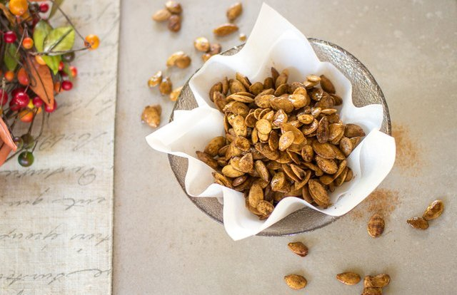 Sweet and Spicy Roasted Pumpkin Seeds healthy late night snacks