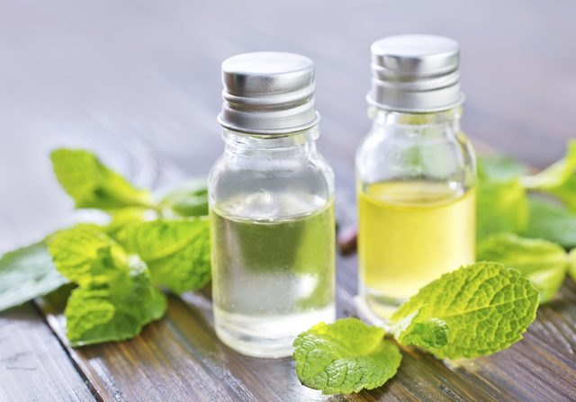 An image of peppermint oil extract.