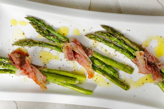 Asparagus wrapped in Prosciutto with olive oil