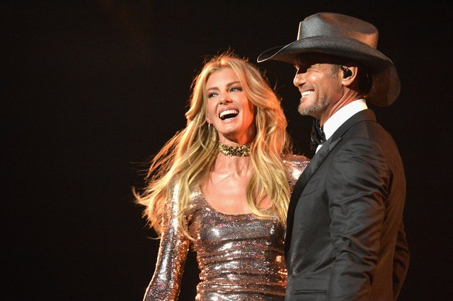 Faith Hill and Tim McGraw onstage