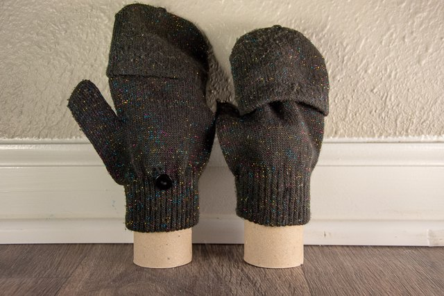 toilet paper roll hack to dry gloves