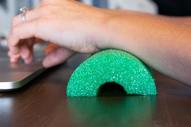 turn a pool noodle into a wrist pad