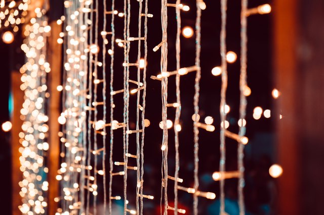How to Make Christmas Tree Lights Blink | eHow