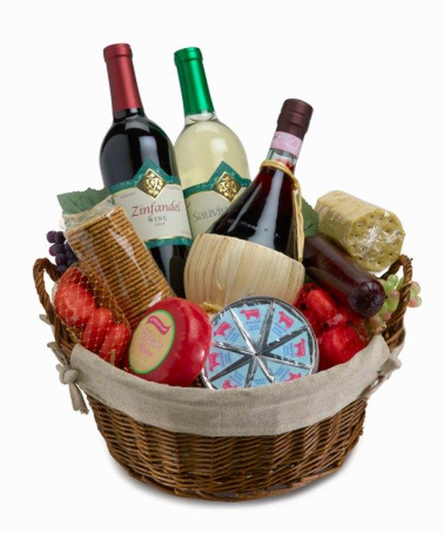 Ideas For Christmas Gift Baskets: Homemade Christmas Gift Basket Ideas