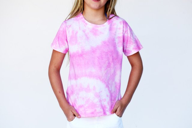 How to set up a tie dye shirt with food coloring