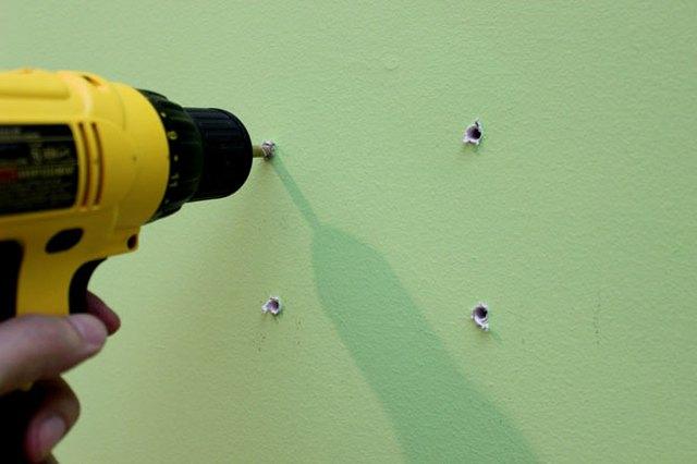 чем заделать отверстия в стене от дюбелей