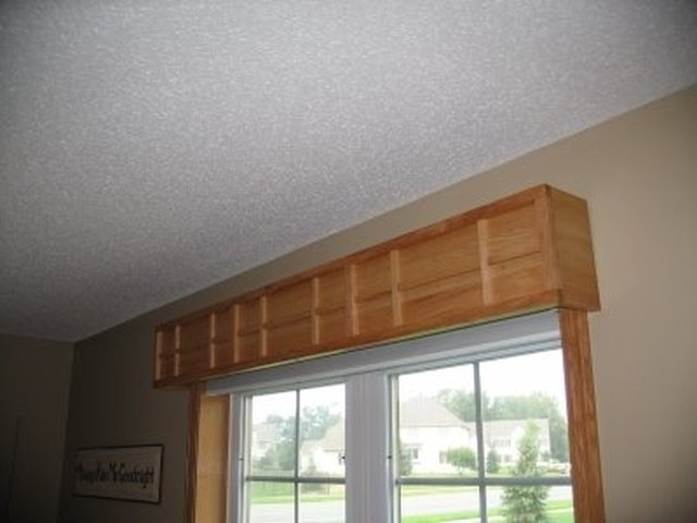 How To Hang A Valance Over A Vertical Blind Ehow