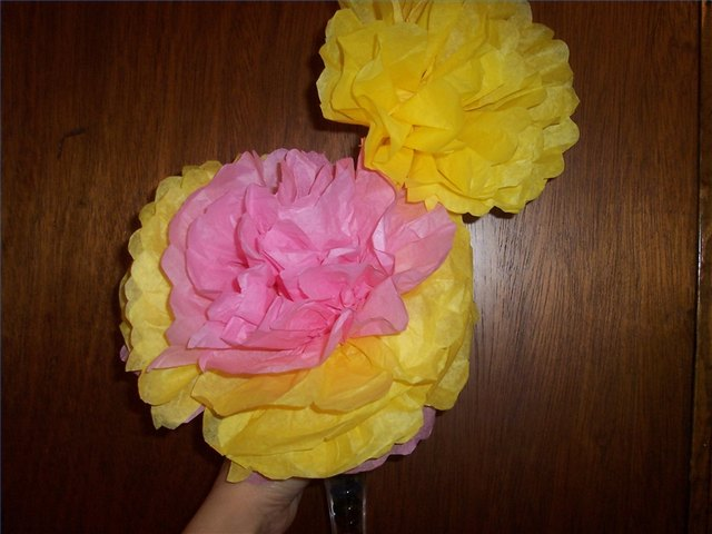 How To Make Large Tissue Paper Flowers Ehow