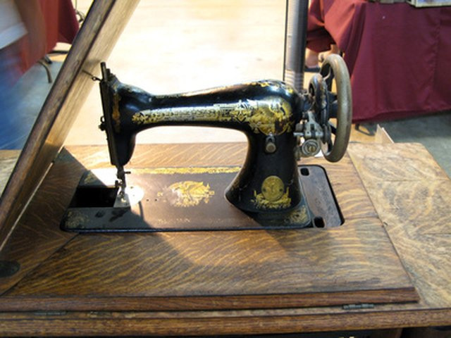 The Value Of Vintage Sewing Machines EHow Classy Value Of Singer Sewing Machine