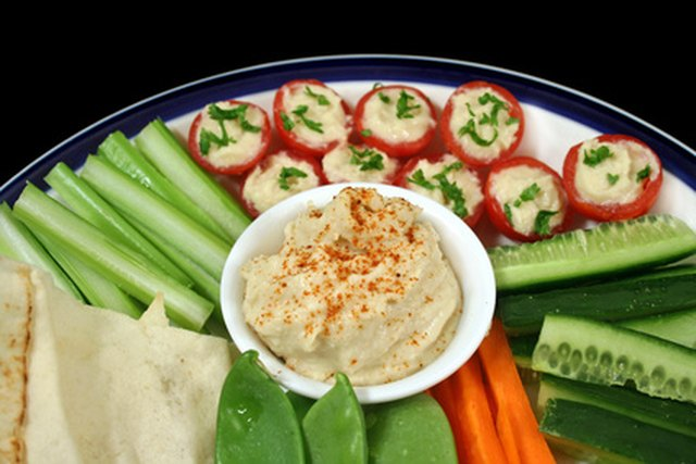 How to Calculate Food Amounts for a Party Vegetable Platter