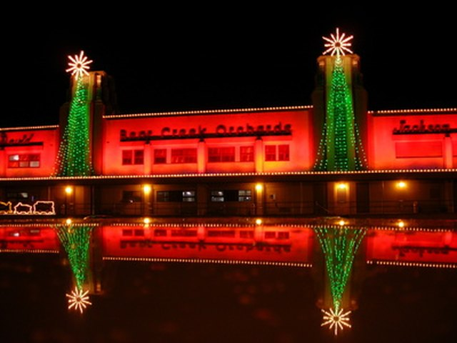 How To Keep A Straight Line With Exterior Christmas Lights Ehow