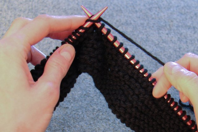 How to Knit a Beanie With Straight Needles (with Pictures