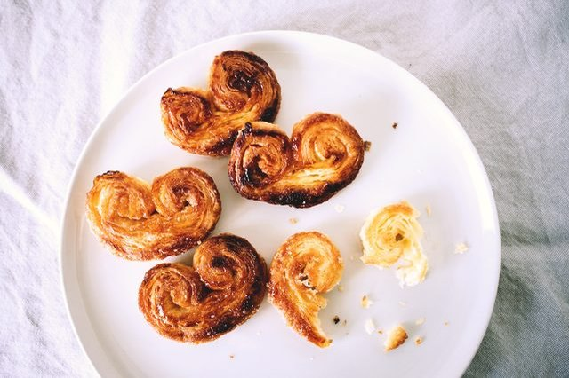You can create these delicacies with ready-made puff pastry dough or from scratch.