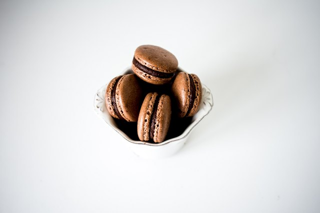 Remove the macarons from the refrigerator about 30 minutes before serving.