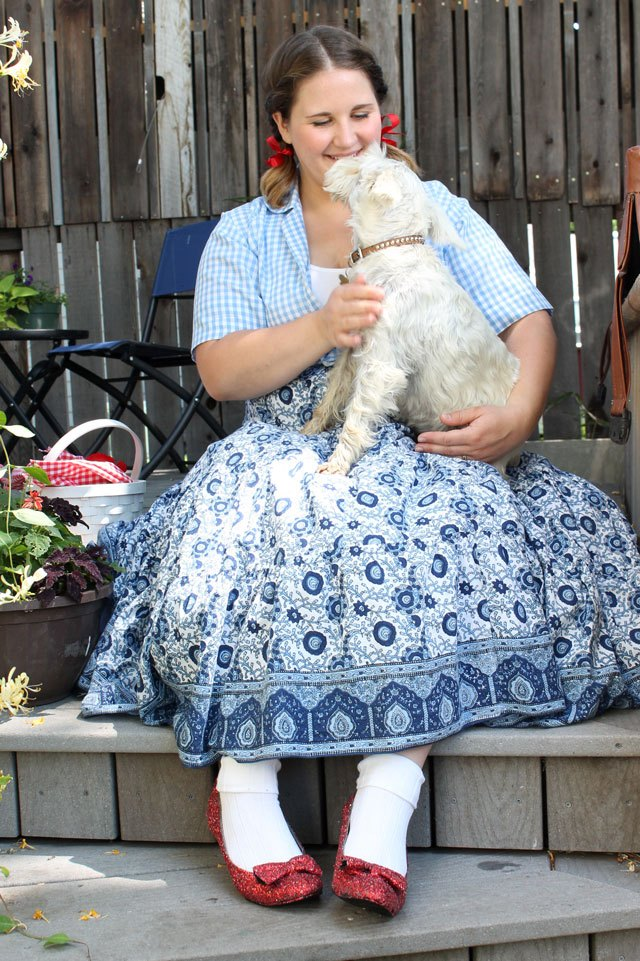 Dorothy costume with Toto.  sc 1 st  eHow & DIY No-Sew Dorothy-Inspired Costume | eHow