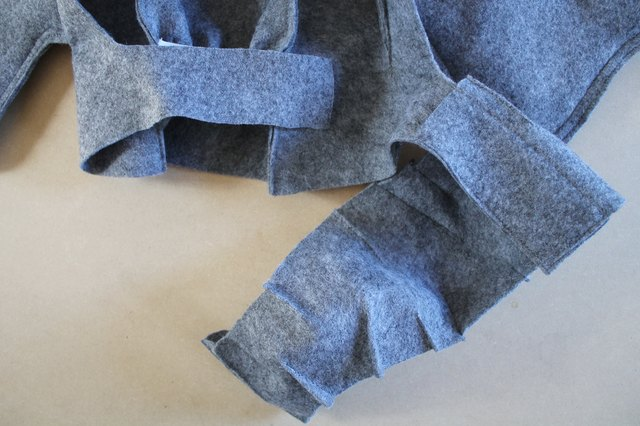 Fold the trunk over the straps to secure it to the hood.