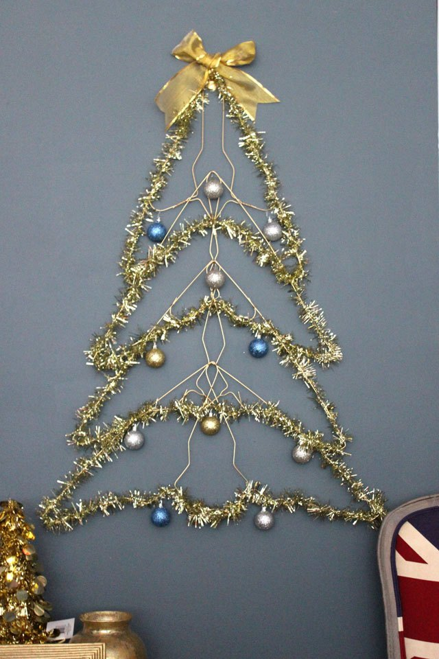 how to make a wire christmas tree ehow. Black Bedroom Furniture Sets. Home Design Ideas