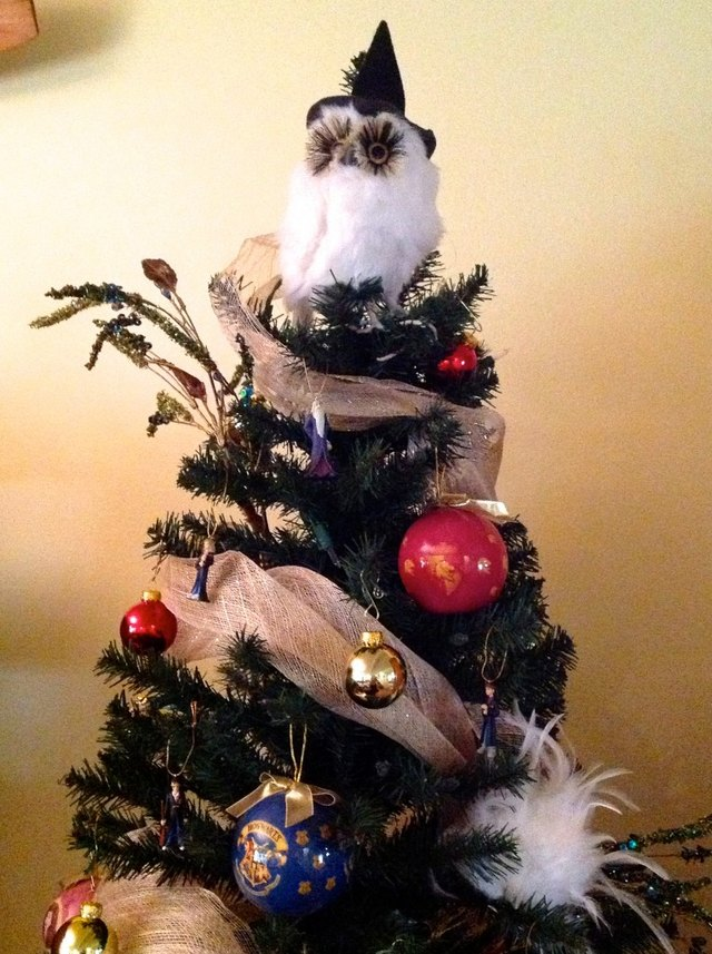 Hedwig as a tree topper? Perfection.