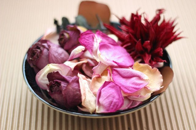 How To Make Potpourri From Dried Flowers With Pictures Ehow