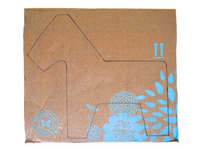 Dessiner une forme d'âne sur des morceaux de carton plat.