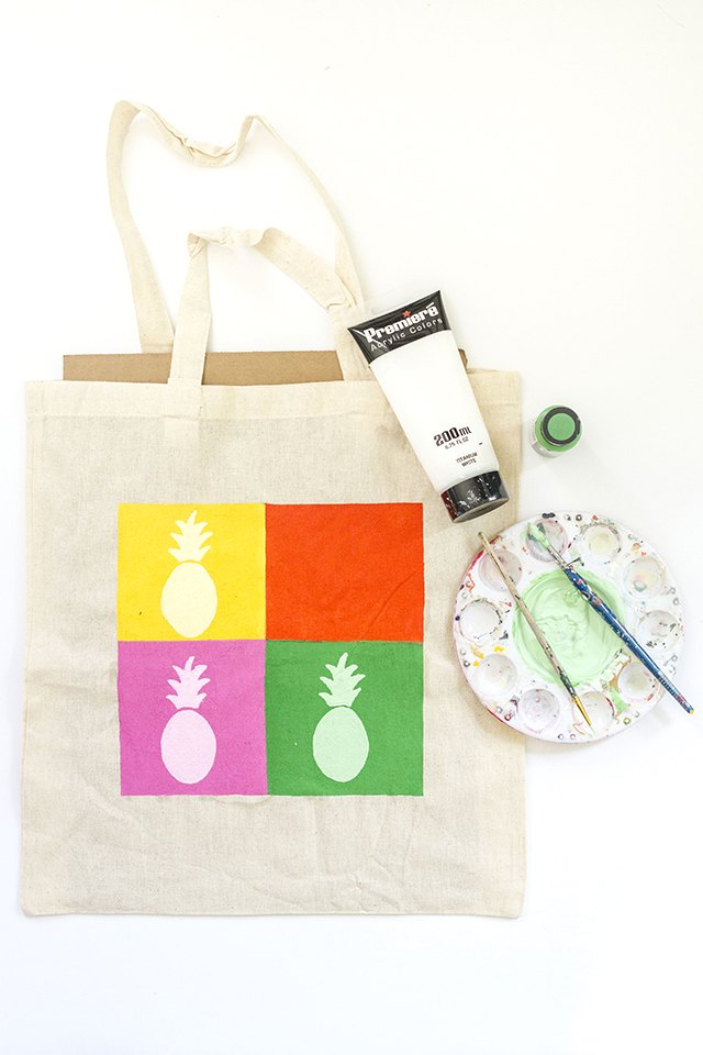 Paint the pineapples onto the bag.