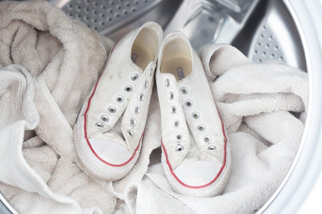 How To Clean Tennis Shoes To Make White Again