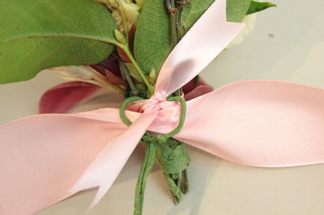 Trim the ends of the narrow ribbon.