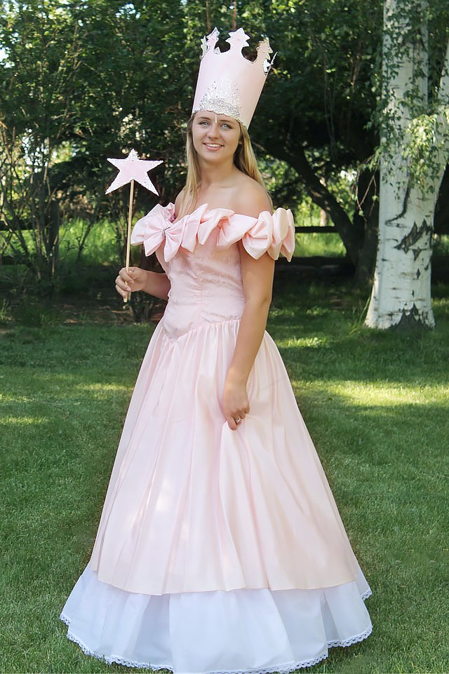 Assemble the Costume  sc 1 st  eHow & How to Style a No-Sew Glinda the Good Witch Costume | eHow