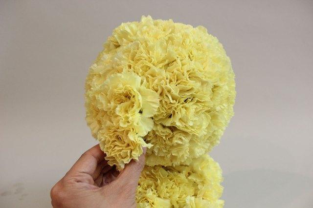 How To Make A Bear-Shaped Flower Arrangement