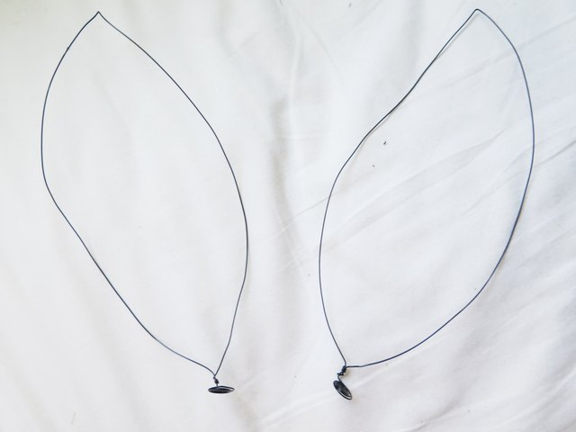 Finished wire bunny ears.