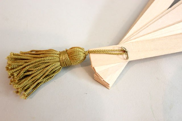 Choose a tassel that will coordinate with the fan.
