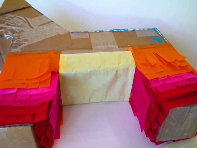 Couvrir le ventre de l'âne avec environ trois couches de papier de soie.