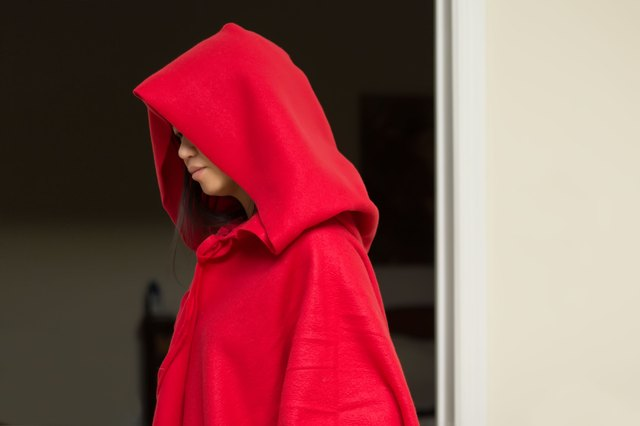 1271b1ed74 How to Make a Simple Hooded Cape (with Pictures)
